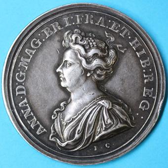 Ogn numismatique MEDAILLES MONNAIES DU MONDE ANGLETERRE ANNE (1702-1714) Médaille de la prise de Tournai en 1709.