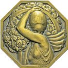 Photo numismatique  ARCHIVES VENTE 2016 -6 juin MEDAILLES France et Europe - XVIIe au Xxe siècle  375- La porteuse de fleurs, par P. Turin (1926).
