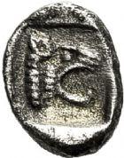 Photo numismatique  VENTE 6 oct 2017 - Coll Dr Y. Goalard et divers GRECE ANTIQUE GAULE Types du trésor d'Auriol (Ve siècle) 10- Obole à la tête de griffon et au lion, (475-460).