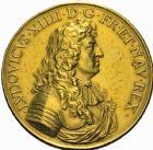 Photo numismatique  ARCHIVES VENTE 25 mai 2018 ROYALES FRANCAISES LOUIS XIV (14 mai 1643-1er septembre 1715)  124- Médaille en or 1671, par Jean Varin. 106,93 g. La devise du Roi, transformée en médaille de mariage 1791.