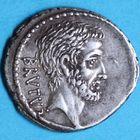 Photo numismatique  MONNAIES RÉPUBLIQUE ROMAINE Q. Caepio Brutus (vers 54)  Denier.