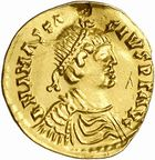 Photo numismatique  ARCHIVES VENTE 2010 -Amateur B 1 et B CHWARTZ 2 PEUPLES BARBARES Les OSTROGOTHS Epoque de THEODORIC le Gd (493-526) 2- Tremissis au nom d'Anastase (491-518), émis à Rome.