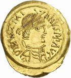 Photo numismatique  ARCHIVES VENTE 2010 -Amateur B 1 et B CHWARTZ 2 PEUPLES BARBARES LOMBARDS  3- Tremissis au nom de Justinien (527-565).