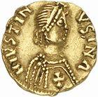 Photo numismatique  ARCHIVES VENTE 2010 -Amateur B 1 et B CHWARTZ 2 PEUPLES BARBARES VISIGOTHS  7- Tremissis au nom de Justin Ier (518-527), émis à Narbonne ?