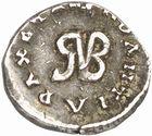 Photo numismatique  ARCHIVES VENTE 2010 -Amateur B 1 et B Chawartz 2 PEUPLES BARBARES BURGONDES Monnayage de GONDEBAUD (473-516) 19- Denier ou monnaie d'argent, émis après 507 à Lyon.