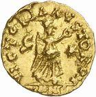 Photo numismatique  ARCHIVES VENTE 2010 -Amateur B 1 et B Chawartz 2 PEUPLES BARBARES BURGONDES Monnayage de GONDEMAR (524-534) 24- Tremissis au nom de Justinien Ier (527-565), émis à Lyon, première officine.