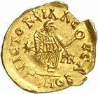 Photo numismatique  ARCHIVES VENTE 2010 -Amateur B 1 et B Chawartz 2 PEUPLES BARBARES BURGONDES Monnayage de GONDEMAR (524-534) 25- Tremissis au nom de Justinien Ier (527-565), émis à Lyon, seconde officine.