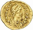 Photo numismatique  ARCHIVES VENTE 2010 -Amateur B 1 et B Chawartz 2 PEUPLES BARBARES PSEUDO-IMPERIALES MARCIEN (450-457), empereur d'Orient 113- Tremissis frappé à Ravenne