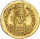 Photo numismatique  ARCHIVES VENTE 2010 -Amateur B 1 et B Chawartz 2 PEUPLES BARBARES OSTROGOTHS Epoque de THEODORIC Ier le Grand (493-526) 121- Solidus au nom d'Anastase (491-518), frappé à Rome