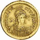Photo numismatique  ARCHIVES VENTE 2010 -Amateur B 1 et B Chawartz 2 PEUPLES BARBARES OSTROGOTHS Epoque de THEODORIC Ier le Grand (493-526) 122- Solidus au nom d'Anastase (491-518), frappé à Milan?
