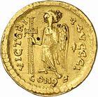 Photo numismatique  ARCHIVES VENTE 2010 -Amateur B 1 et B CHWARTZ 2 PEUPLES BARBARES Les OSTROGOTHS Epoque de THEODORIC Ier le Grand (493-526) 122- Solidus au nom d'Anastase (491-518), frappé à Milan?
