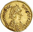 Photo numismatique  ARCHIVES VENTE 2010 -Amateur B 1 et B CHWARTZ 2 PEUPLES BARBARES Les OSTROGOTHS Epoque de THEODORIC Ier le Grand (493-526) 123-Tremissis au nom d'Anastase (491-518), frappé à Rome.