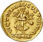 Photo numismatique  ARCHIVES VENTE 2010 -Amateur B 1 et B Chawartz 2 PEUPLES BARBARES OSTROGOTHS Epoque de THEODORIC Ier le Grand (493-526) 123-Tremissis au nom d'Anastase (491-518), frappé à Rome.
