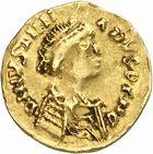 Photo numismatique  ARCHIVES VENTE 2010 -Amateur B 1 et B CHWARTZ 2 PEUPLES BARBARES Les OSTROGOTHS  125- Tremissis au nom de Justinien Ier (527-565)