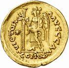 Photo numismatique  ARCHIVES VENTE 2010 -Amateur B 1 et B CHWARTZ 2 PEUPLES BARBARES Les OSTROGOTHS Epoque de ATHALARIC (526-534) ou THEODAHAT (534-536) 126- Solidus au nom de Justinien Ier (527-565), frappé à Rome.