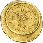 Photo numismatique  ARCHIVES VENTE 2010 -Amateur B 1 et B CHWARTZ 2 PEUPLES BARBARES LOMBARDS  128-Tremissis au nom de Justinien Ier (527-565).