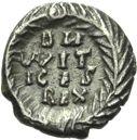 Photo numismatique  ARCHIVES VENTE 2013 -Coll Henri Dolet PEUPLES BARBARES Les OSTROGOTHS VITIGÈS (536-540) 317- Demi-silique au nom de Justinien Ier frappée à Ravenne.