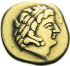 Photo numismatique  ARCHIVES VENTE 2013 -Coll J.R. GAULE - CELTES AULERQUES CENOMANS (région du Mans)  3- Statère d'or au personnage aptère aux deux armes, (2ème siècle avant JC).