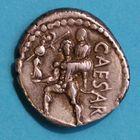 Photo numismatique  MONNAIES RÉPUBLIQUE ROMAINE JULES CESAR (100-44)  Denier vers 47-46.